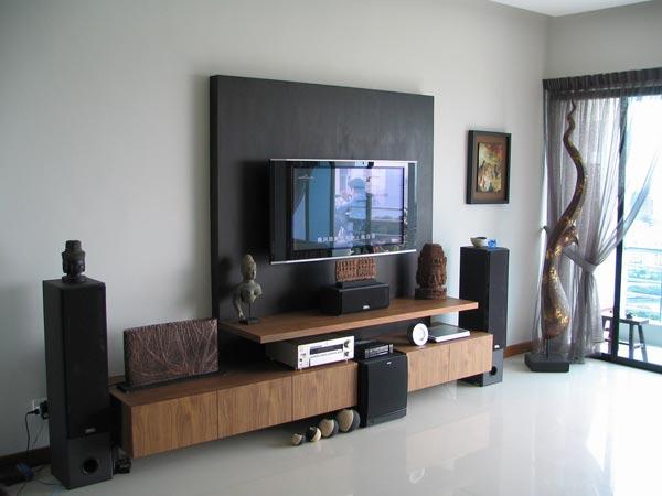 Không nên để TV, ampli hay loa đài trực tiếp xuống sàn nhà, sát tường trong thời tiết ẩm