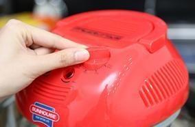 Sử dụng lò rất dễ dàng với nút vặn điều chỉnh nhiệt độ, dễ canh chỉnh