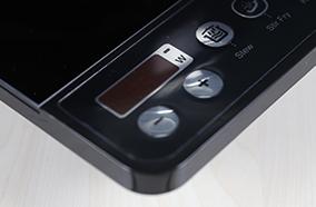 Bảng điều khiển phím bấm cơ học được minh họa rõ ràng, dễ nhận sử dụng
