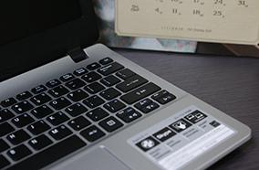 Bàn phím hiện đại, touchpad thông minh