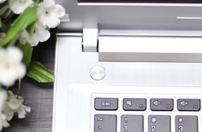 Bàn phím AccuType thông minh, Touchpad đa cử chỉ