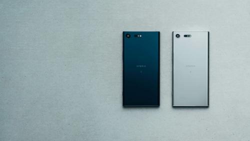 Thiết kế của Xperia XZ Premium có phần tinh tế và mỏng hơn so với các thiết bị trước đó.