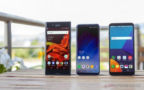 Cả 3 mẫu smartphone đều có ngoại hình bắt mắt.