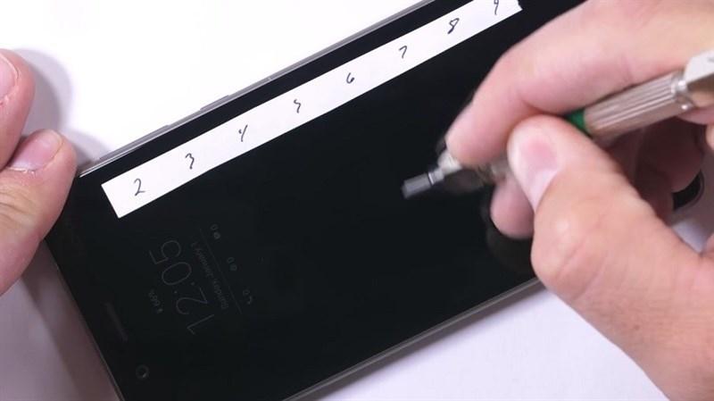 Màn tra tấn thử nghiệm độ bền Nokia 8