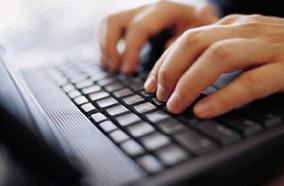 Bàn phím và Touchpad rộng rãi
